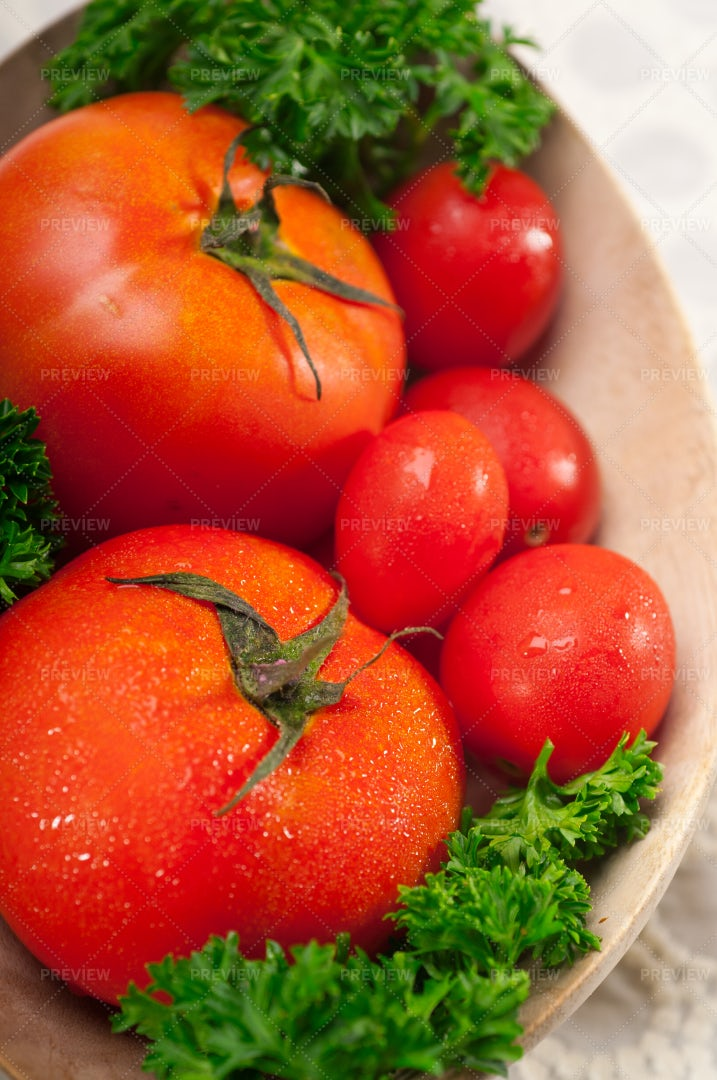Tomatoes In A Wooden Bowl: Stock Photos