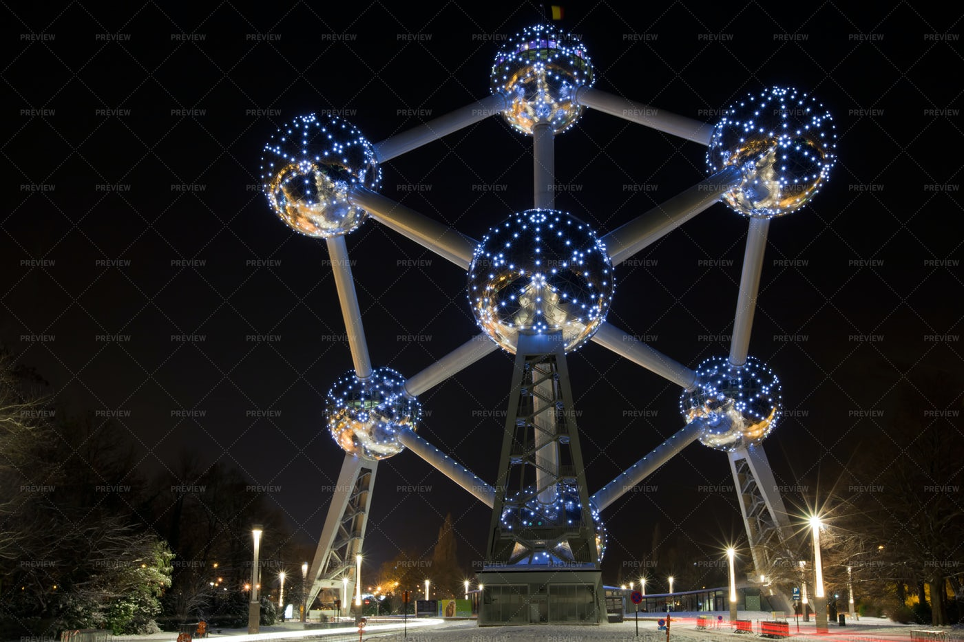 Atomium In Brussels At Night: Stock Photos