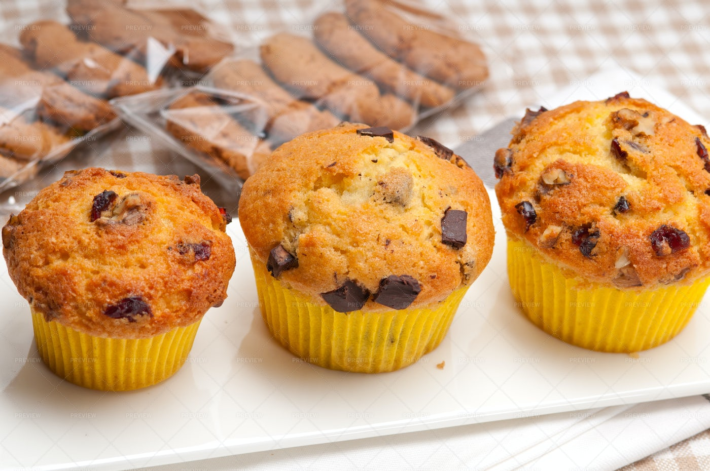 Chocolate Chip Raisin Muffins: Stock Photos