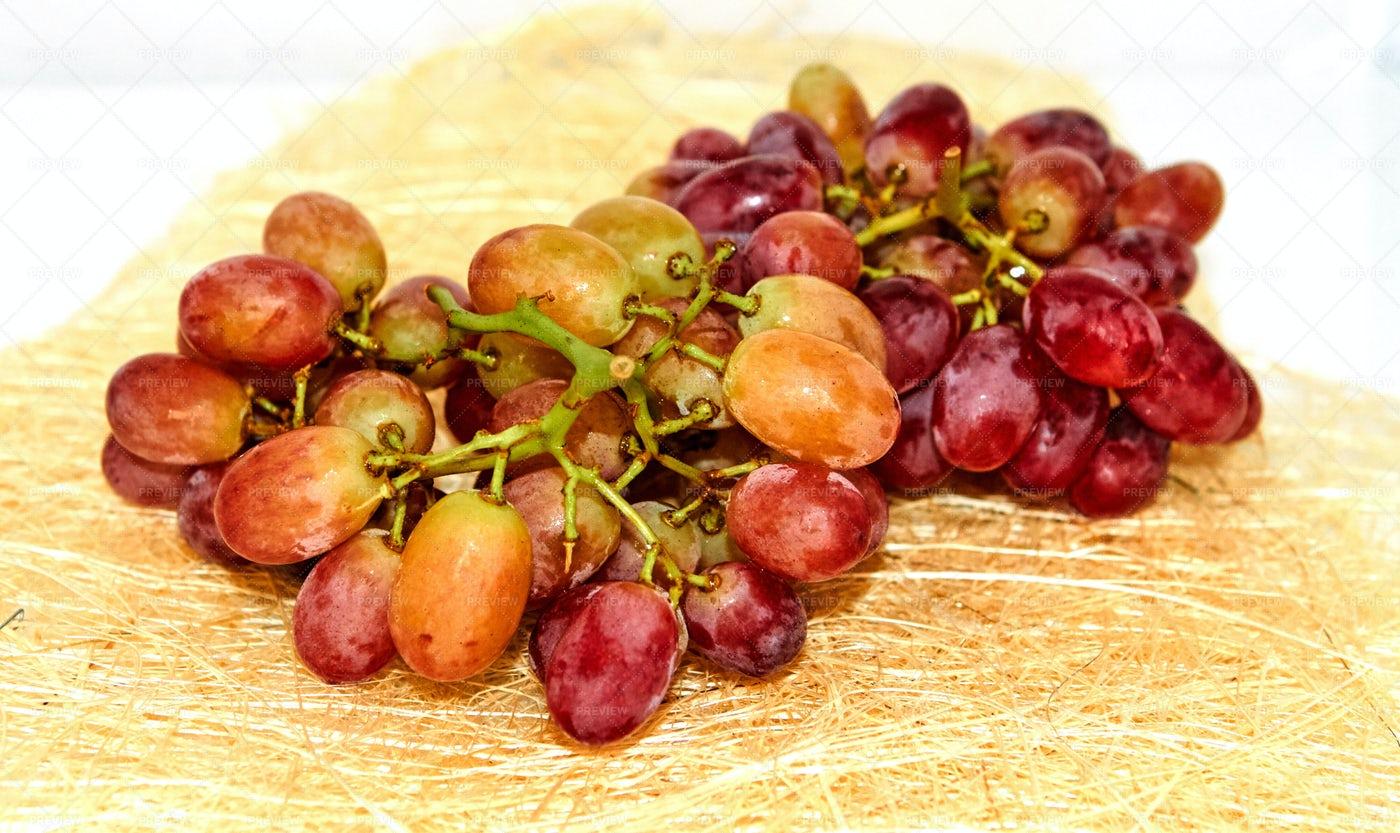 Red Grape Bunch: Stock Photos