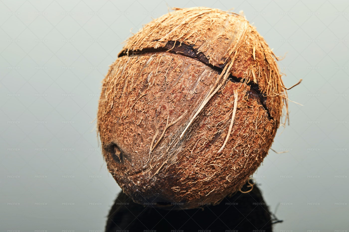 Coconut With Crack: Stock Photos