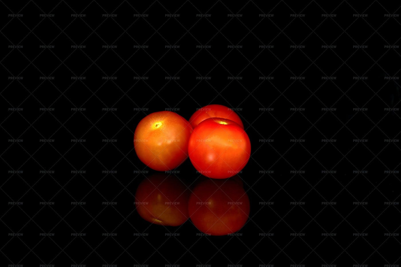 Red Cherry Tomatoes: Stock Photos