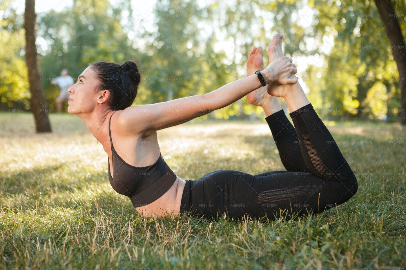 Sportswoman Doing Yoga: Stock Photos