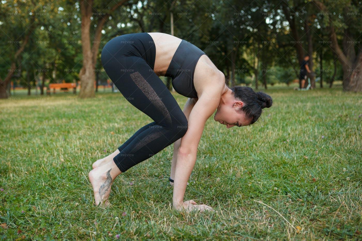 Yoga Crow Pose: Stock Photos