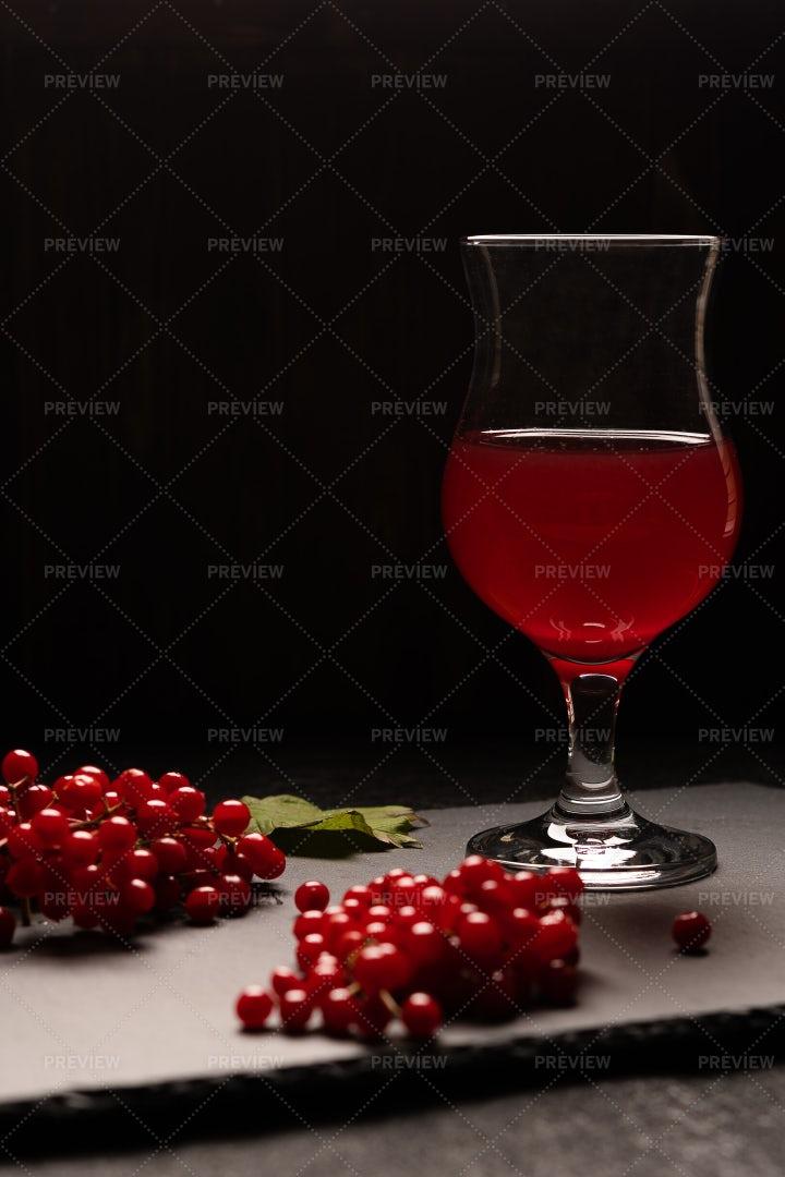 Viburnum Fresh Juice: Stock Photos