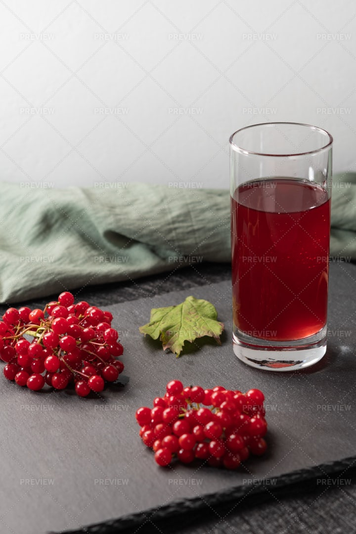 Viburnum Red Juice: Stock Photos