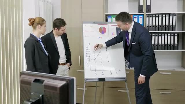 Boss Explaining Something To Employees: Stock Video