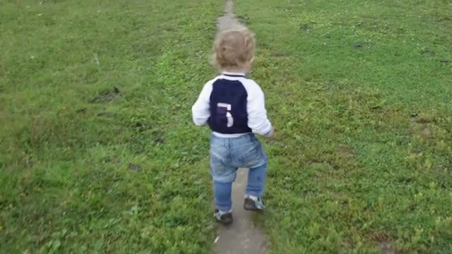 Little Boy Learning First Steps: Stock Video
