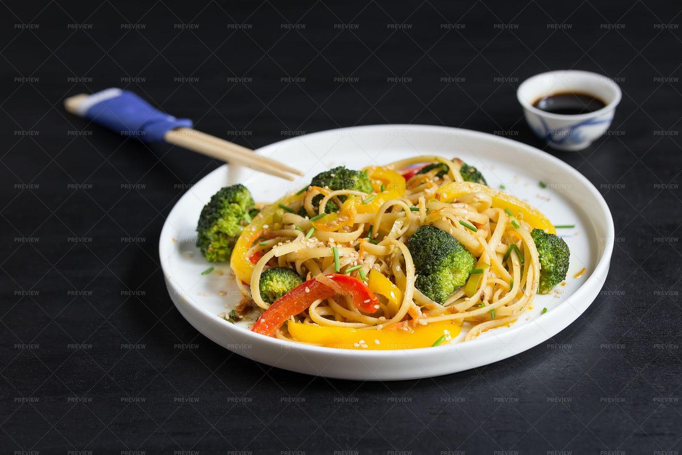 Stir Fry Udon Vegetarian Noodles: Stock Photos