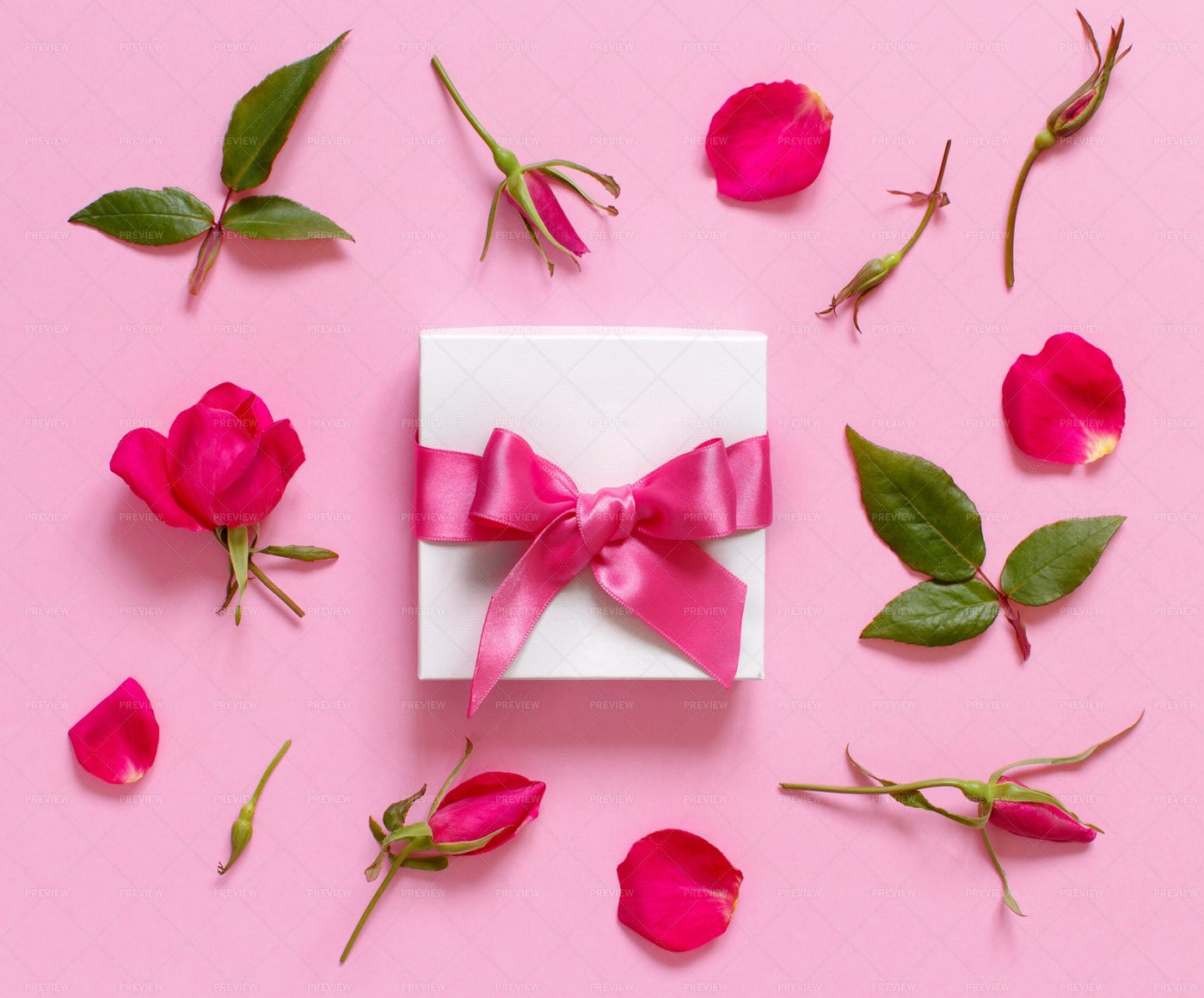 Gift Box And Roses: Stock Photos