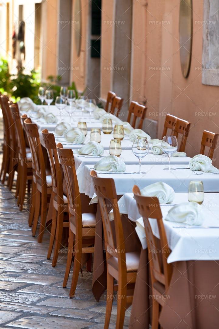 Empty Restaurant Tables: Stock Photos