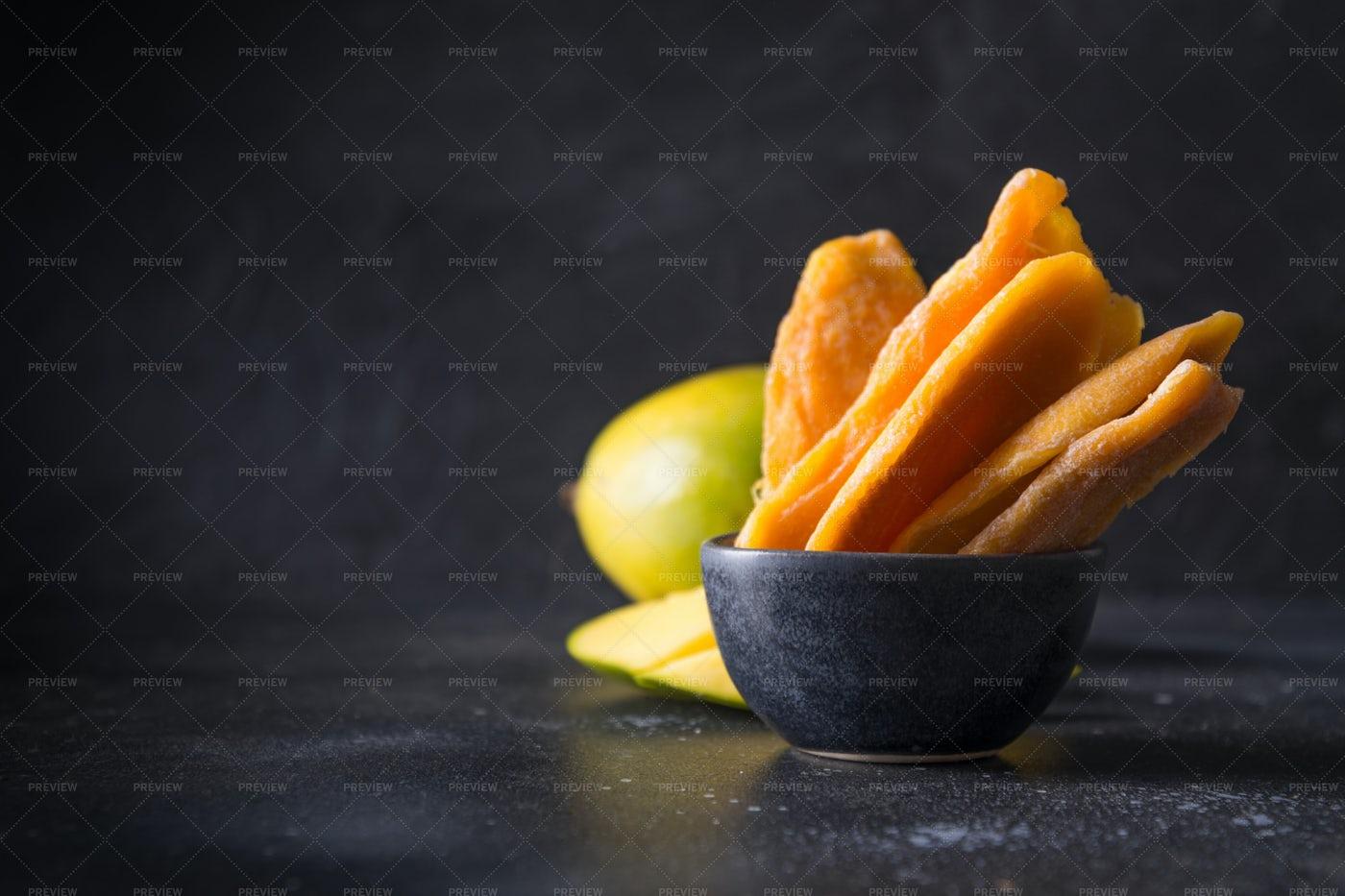 Mango Chips: Stock Photos