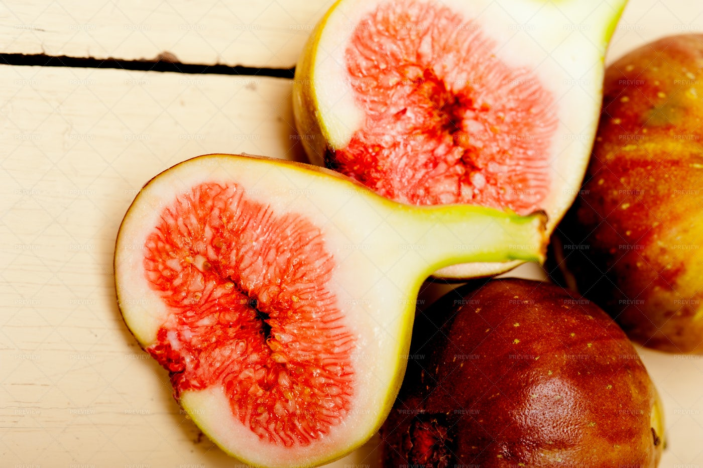 Figs Sliced And Ripe: Stock Photos
