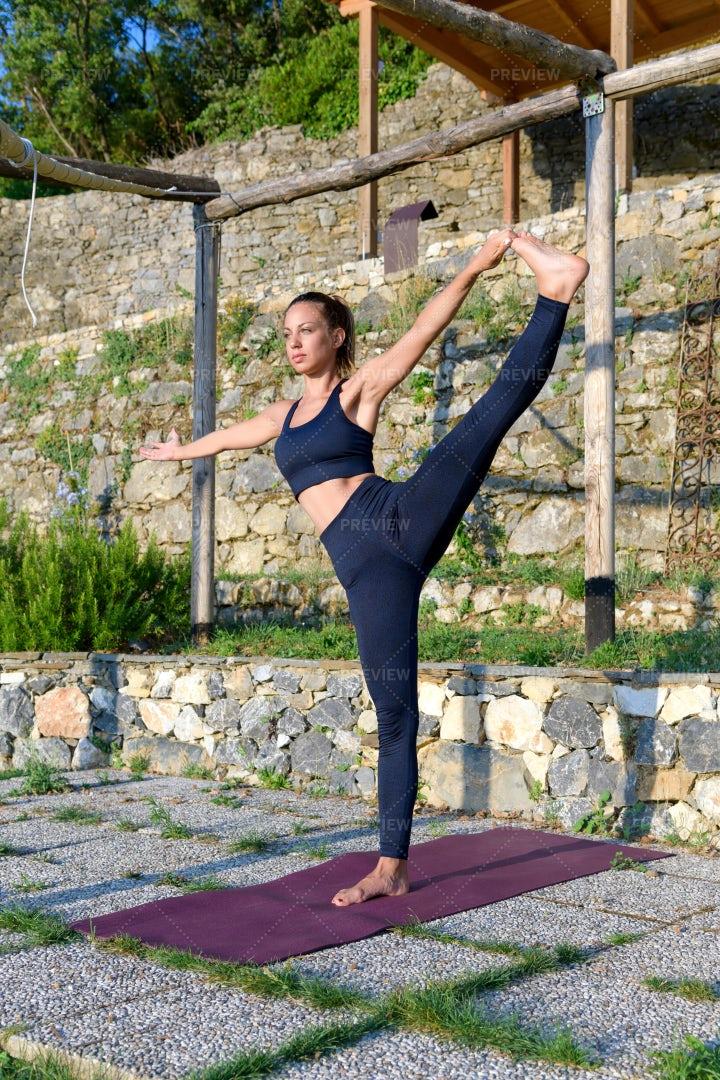 Outdoor Yoga: Stock Photos