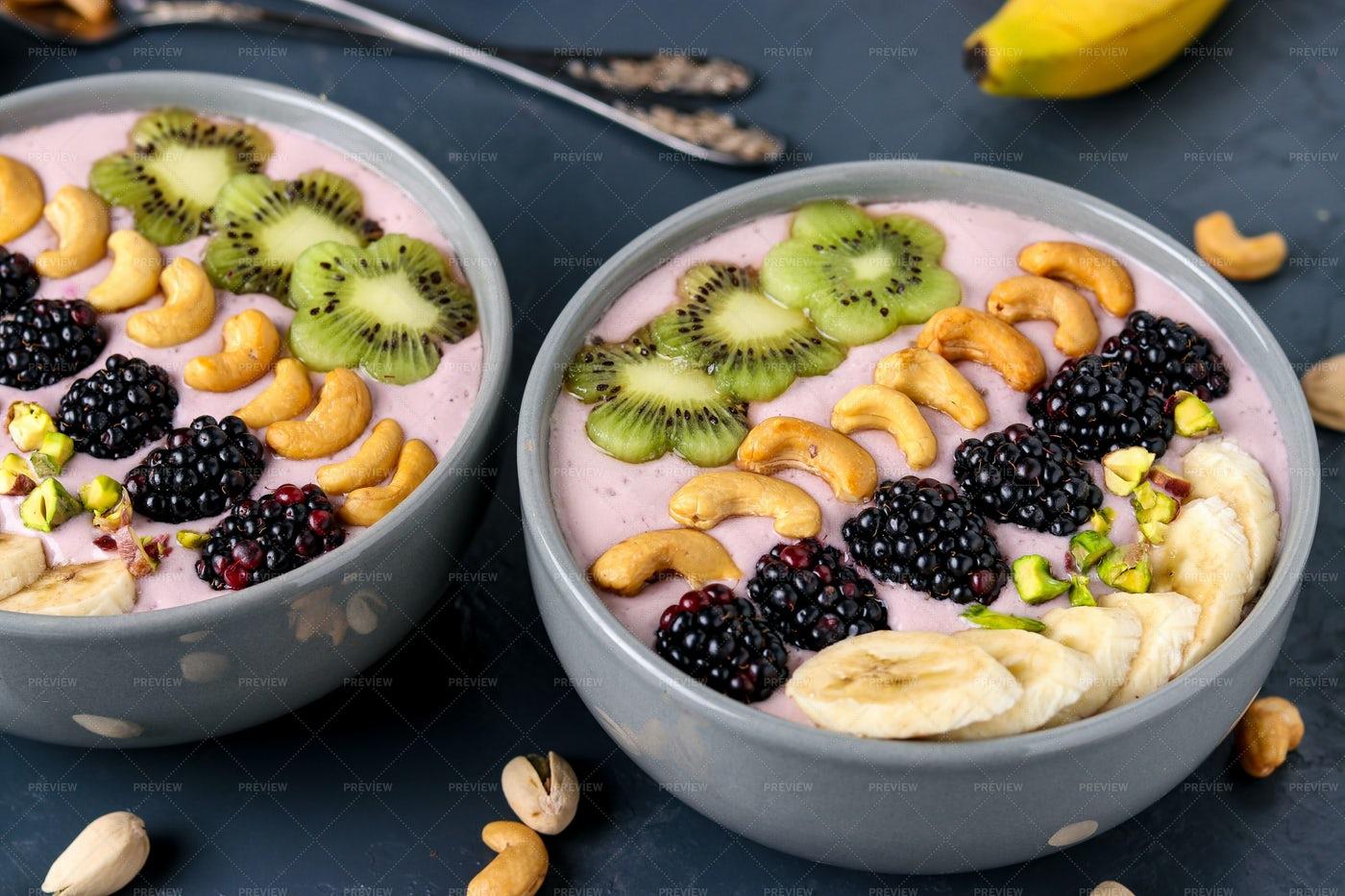 Healthy Breakfast Smoothie Bowl: Stock Photos