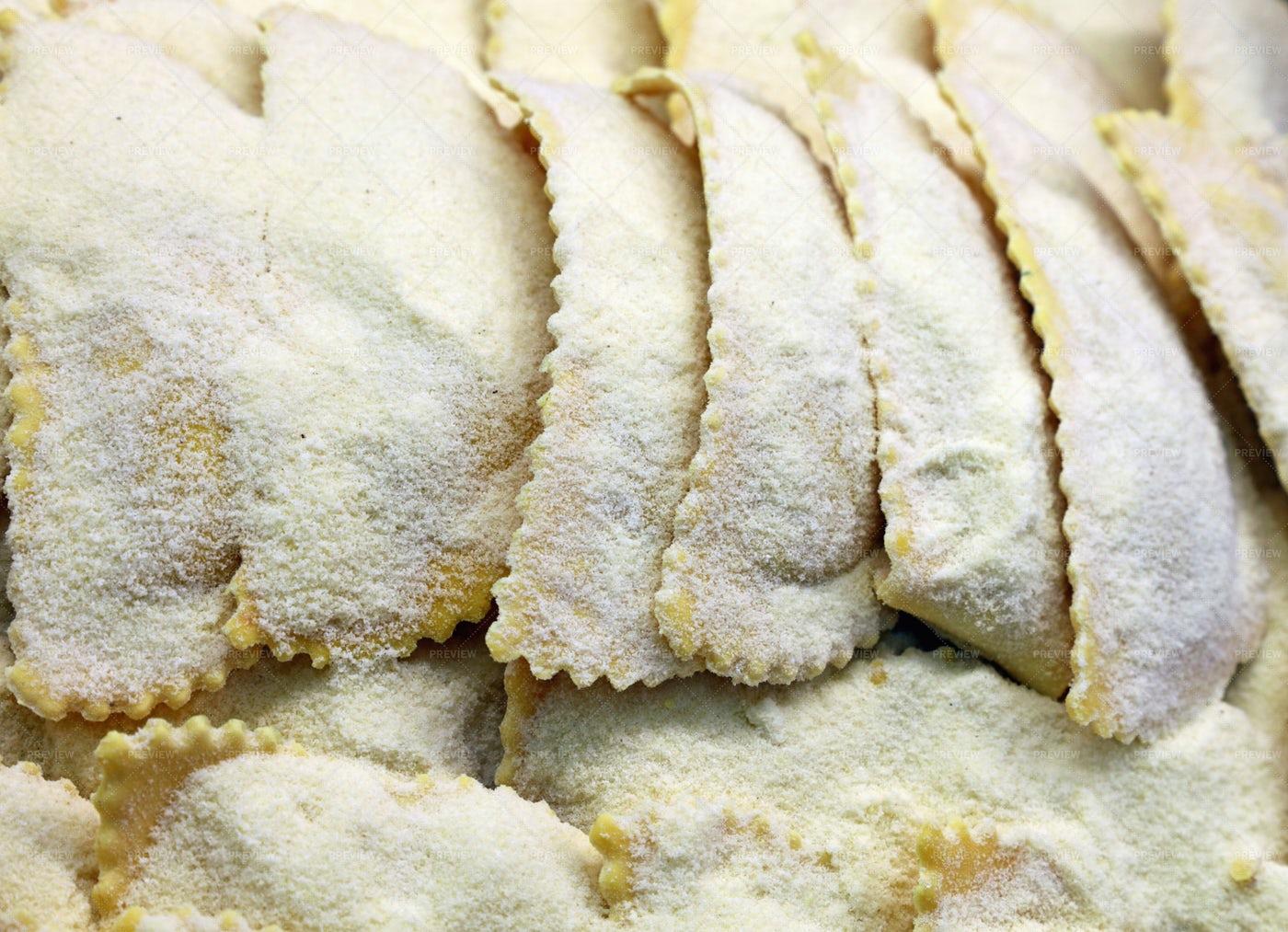 Stuffed Ravioli Pasta: Stock Photos