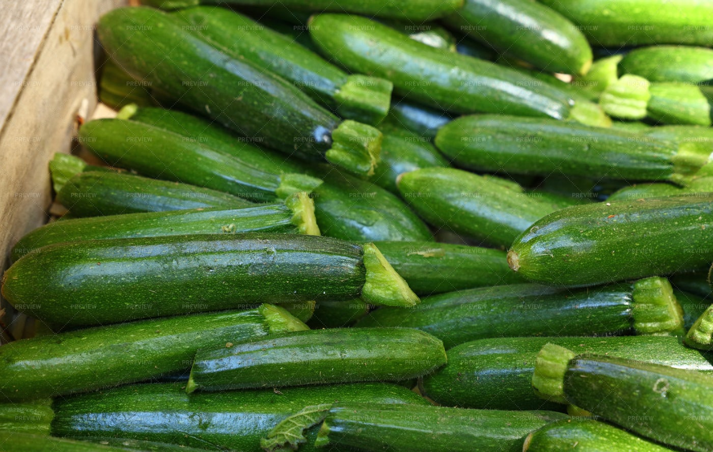 Pile Of Green Zucchini: Stock Photos