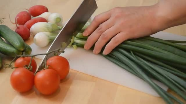 Slicing Spring Onion: Stock Video