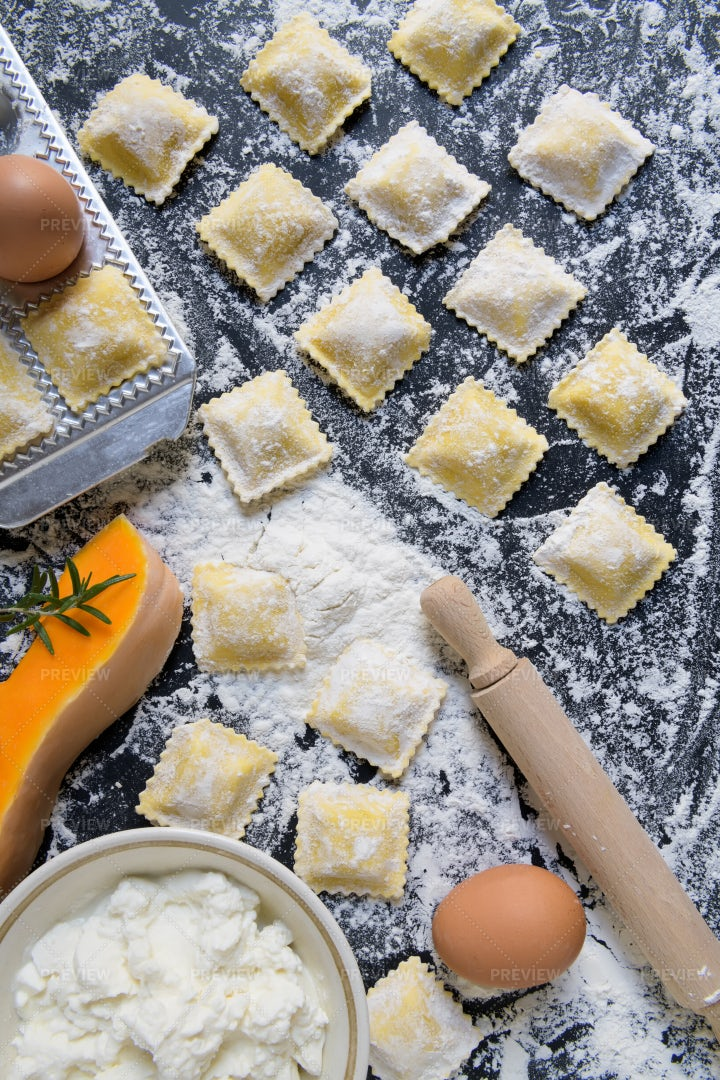 Pumpkin Ravioli: Stock Photos
