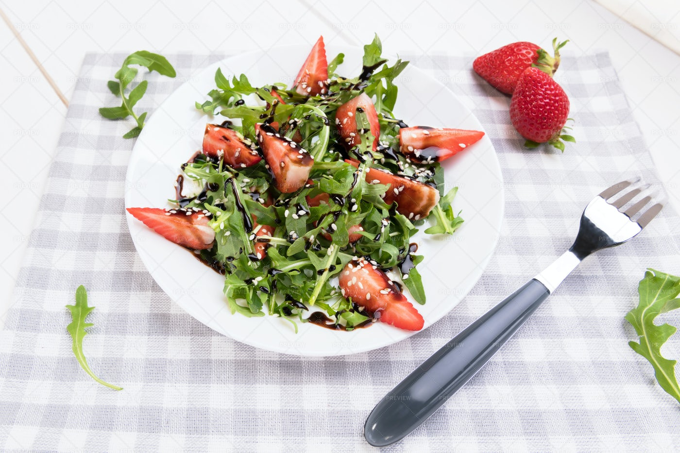 Salad With Arugula And Strawberries: Stock Photos