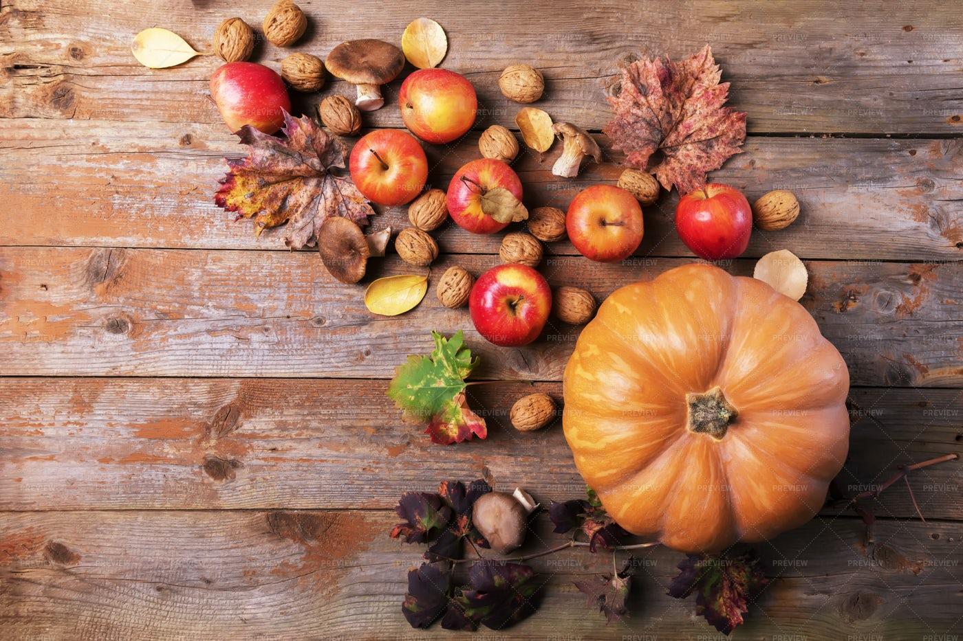 Pumpkin With Apples: Stock Photos