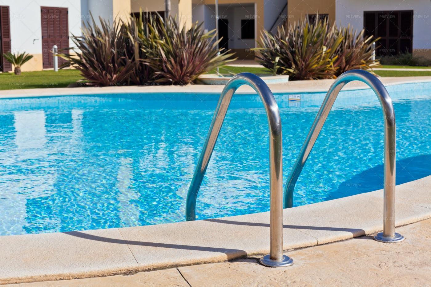 Outdoor Swimming Pool: Stock Photos