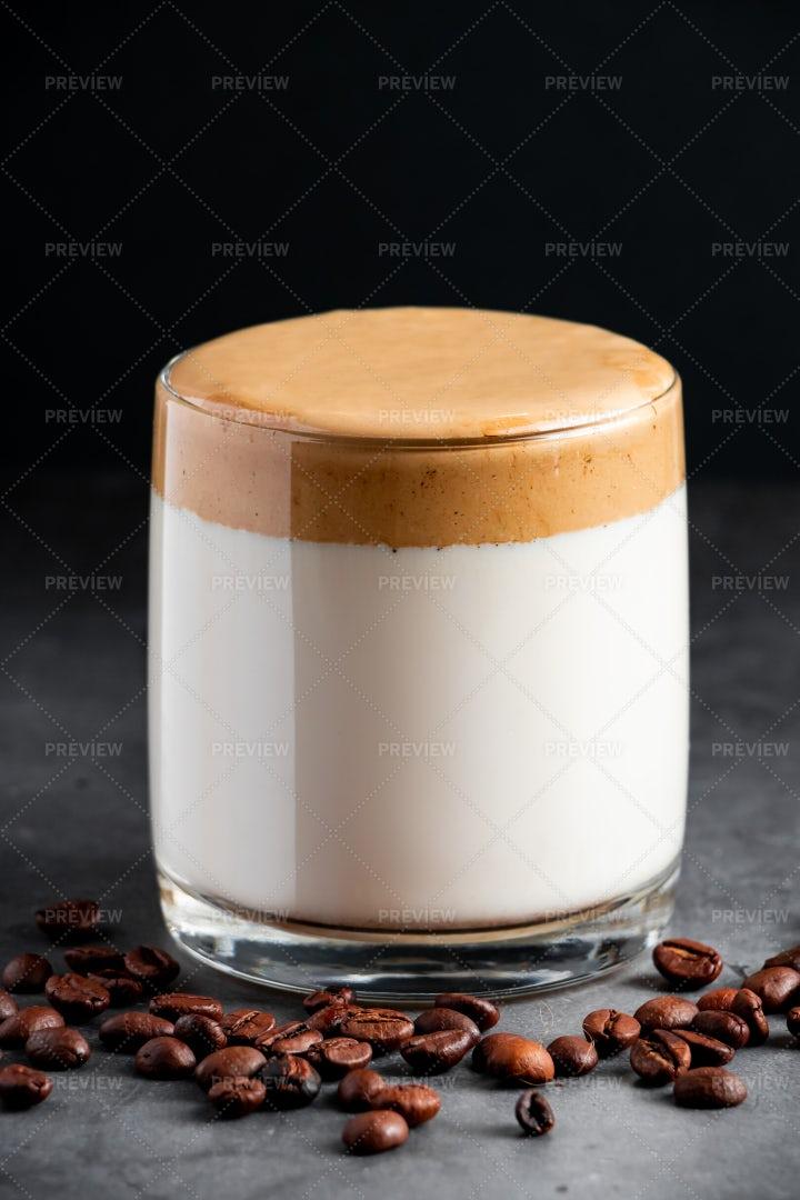 Iced Dalgona Coffee: Stock Photos