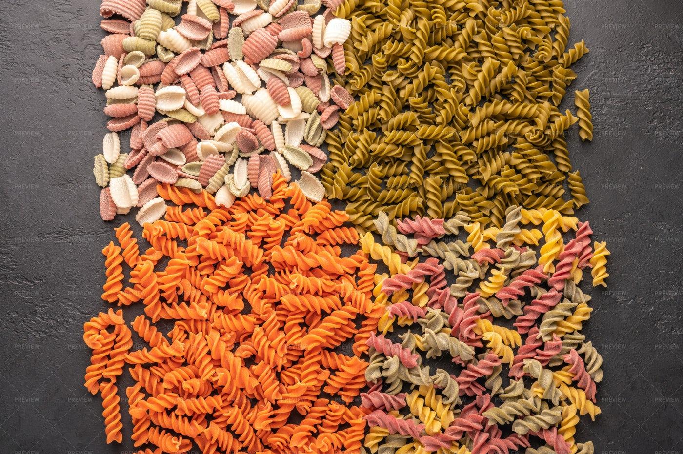 Varios Raw Pasta: Stock Photos