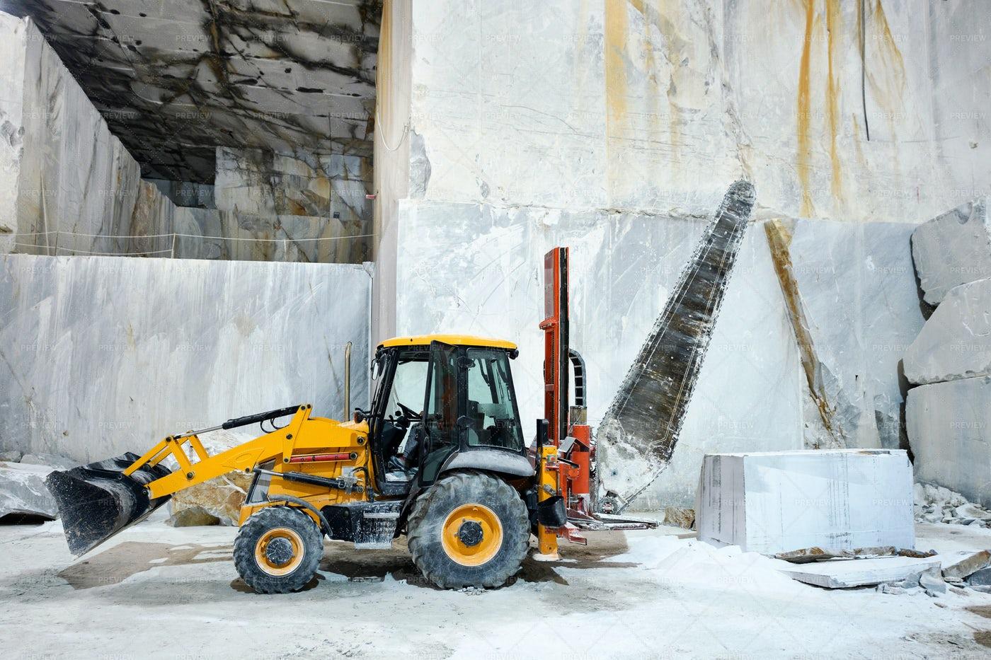 Slicing Marble Blocks: Stock Photos