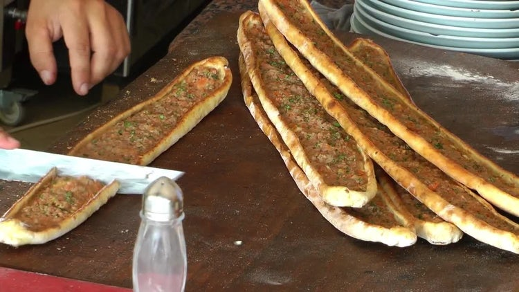 Cutting Traditional Turkish Pide : Stock Video