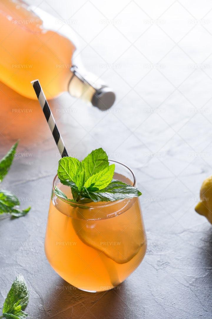 Homemade Kombucha With Lemon: Stock Photos