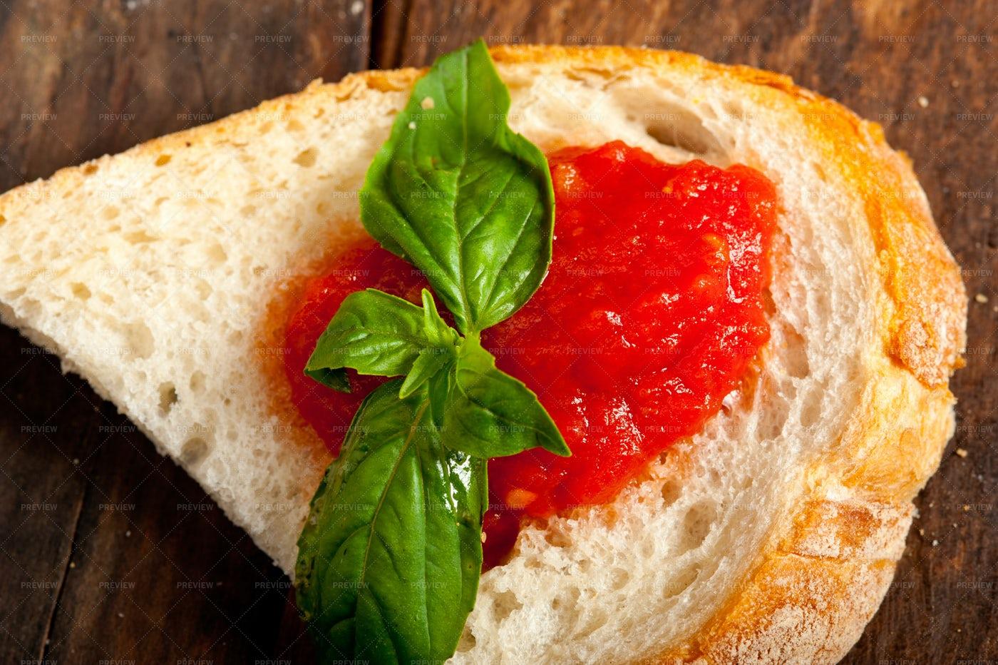 Fresh Tomato  Basil Bruschetta: Stock Photos