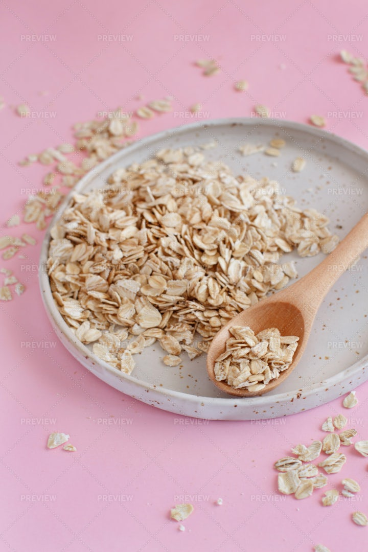 Rolled Oats On Plate: Stock Photos