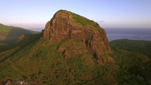 Le Morne Brabant Mountain, Mauritius: Stock Video