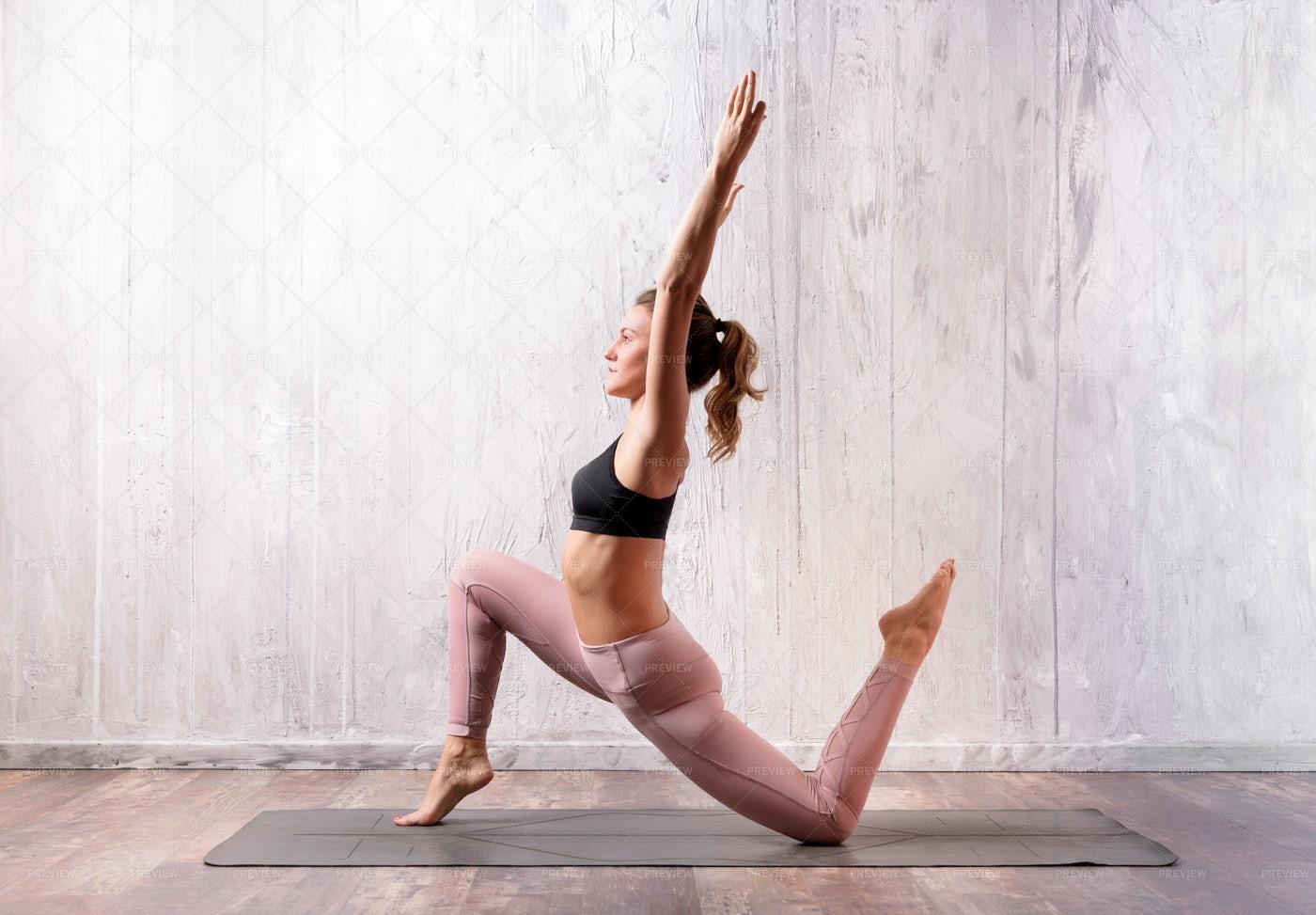 Low Lunge Yoga Pose: Stock Photos