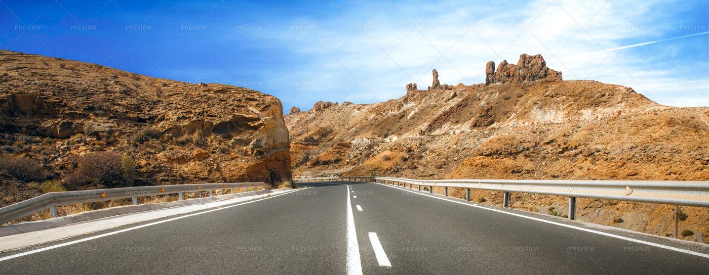 Desertic Road: Stock Photos