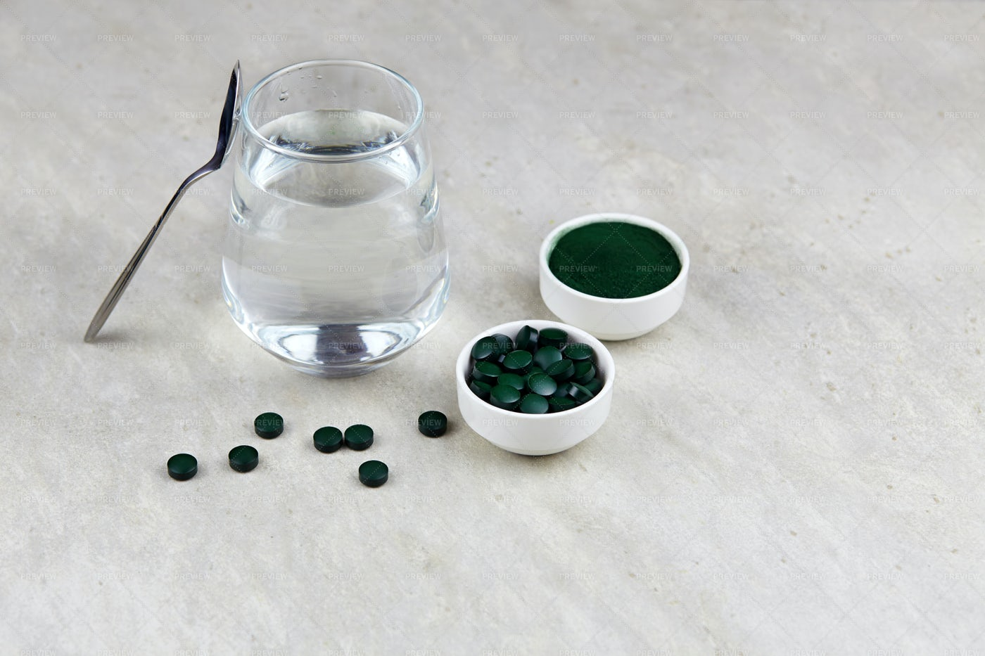 Chlorella Pills: Stock Photos