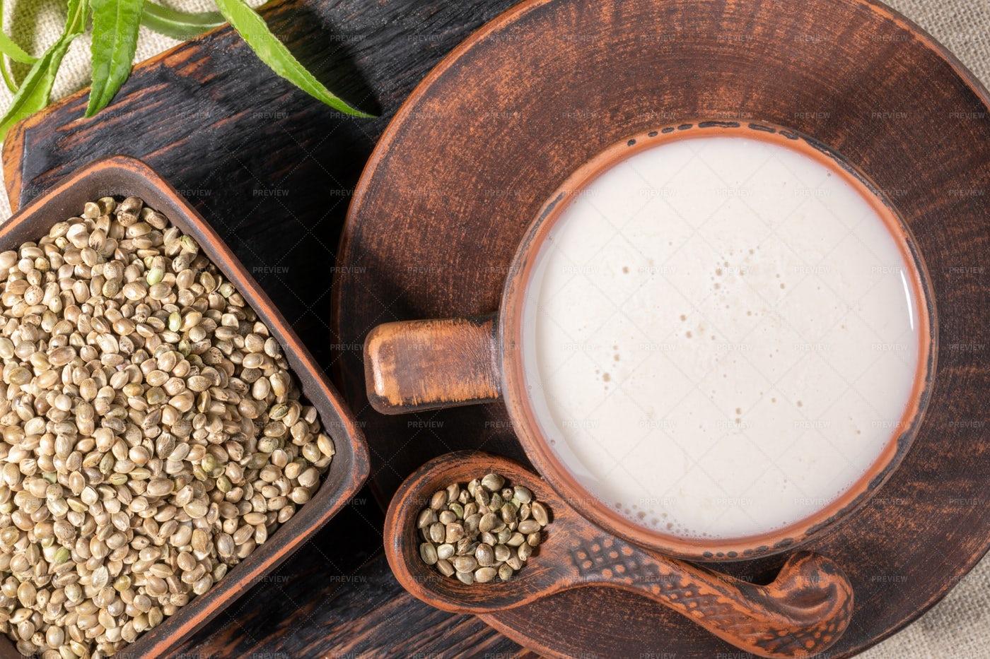 Hemp Milk: Stock Photos