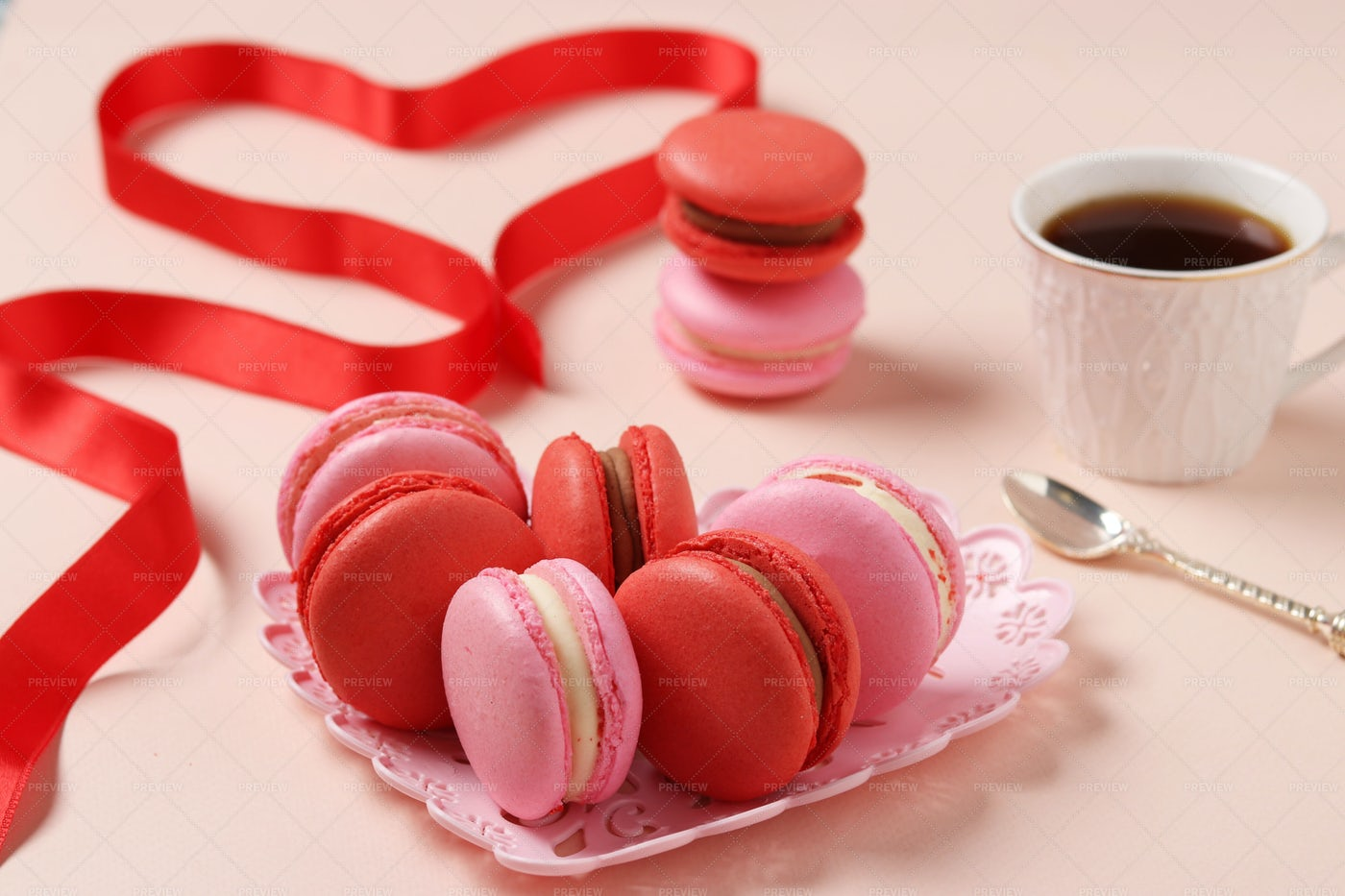 Macaroons With Coffee: Stock Photos