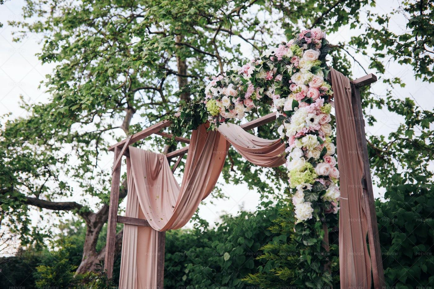 Wedding Arch: Stock Photos