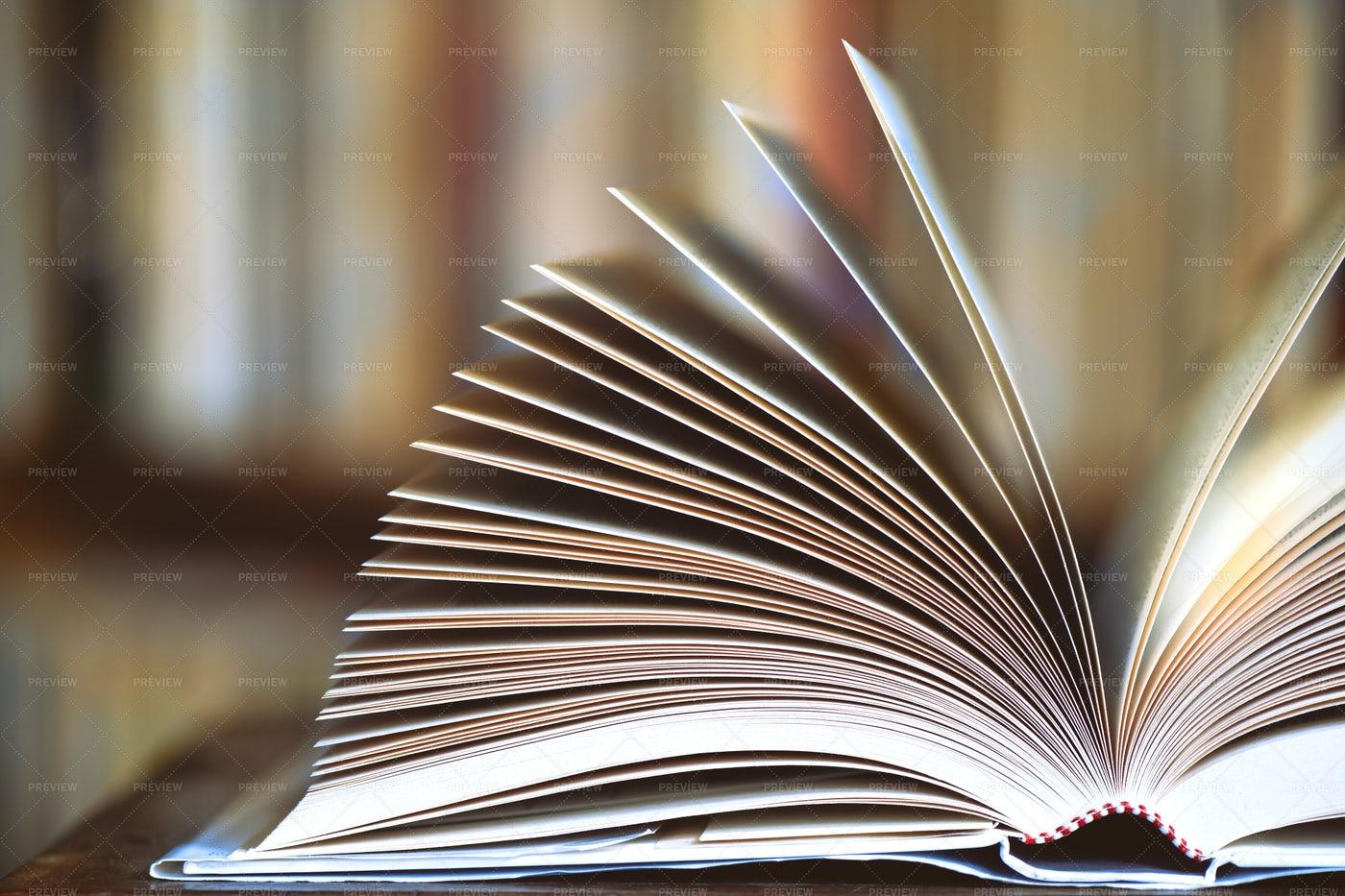 Open Book: Stock Photos