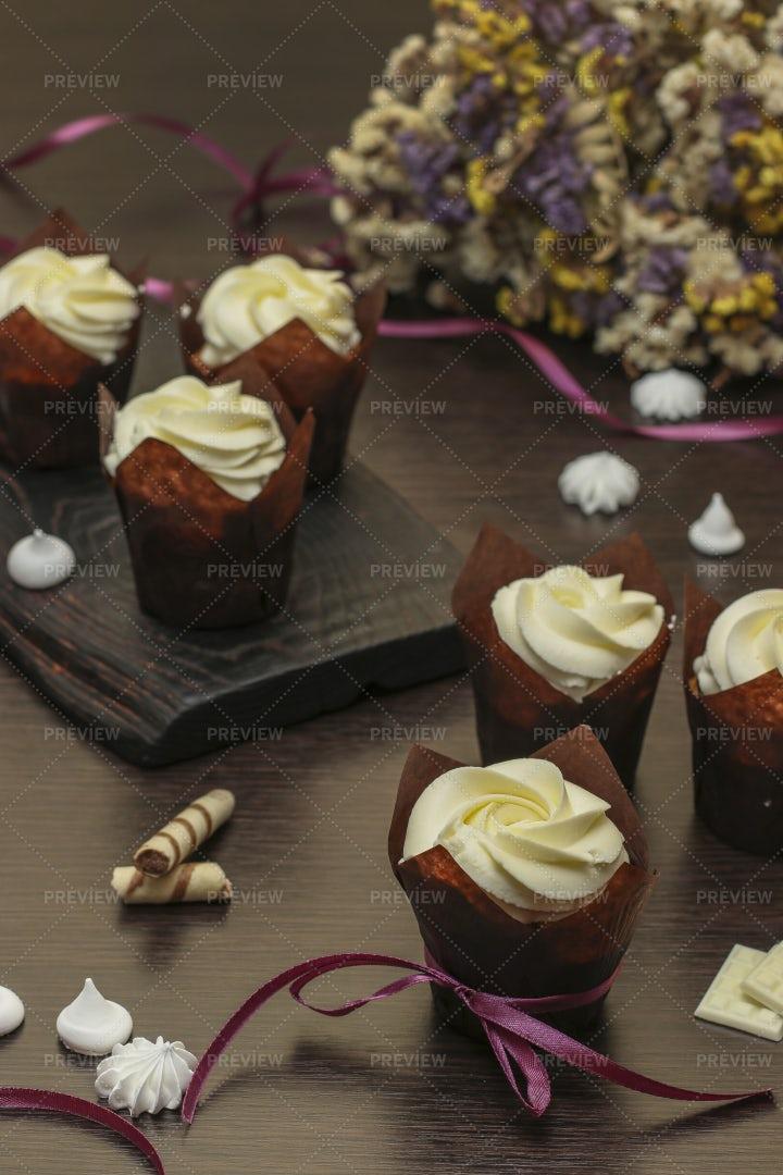 Cupcakes With Cream: Stock Photos