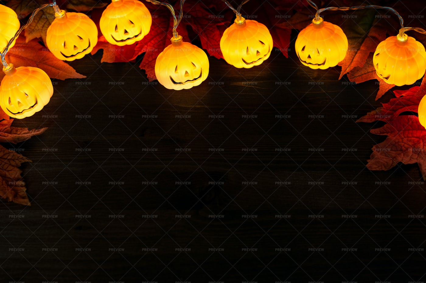 Garland Of Halloween Pumpkins: Stock Photos