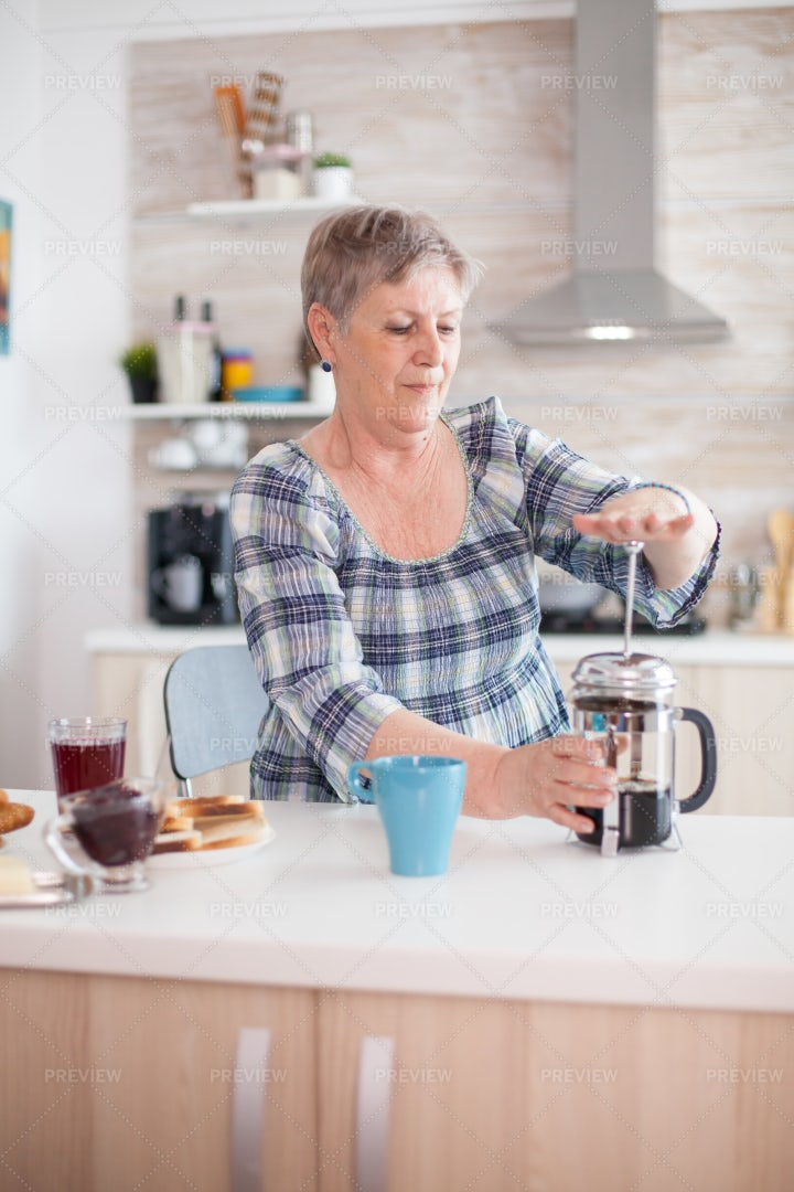 Using A French Press: Stock Photos
