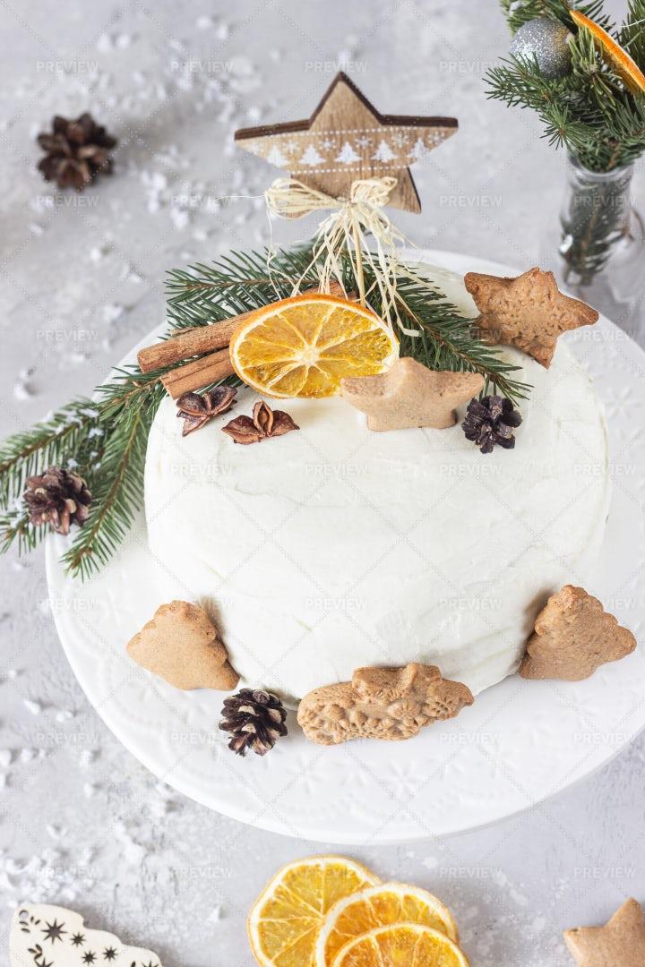 Holiday Gingerbread Cake: Stock Photos