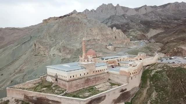 Panning Around Ishak Pasha Palace: Stock Video