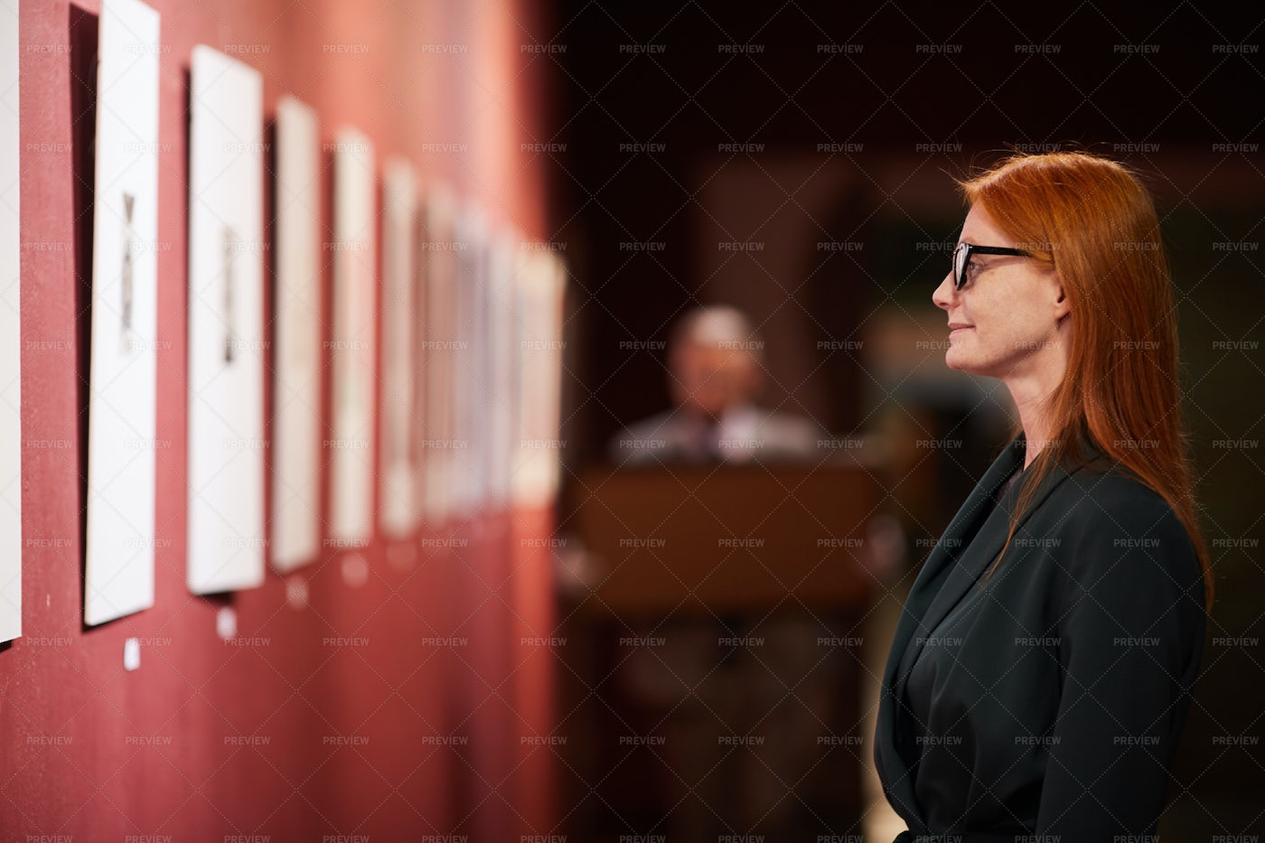 Woman In The Gallery: Stock Photos