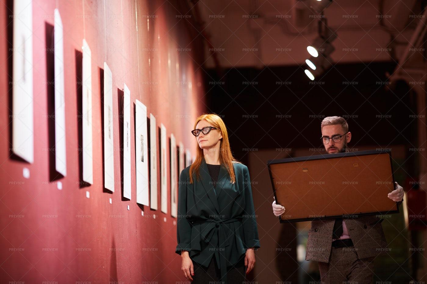 Art Gallery Curators: Stock Photos