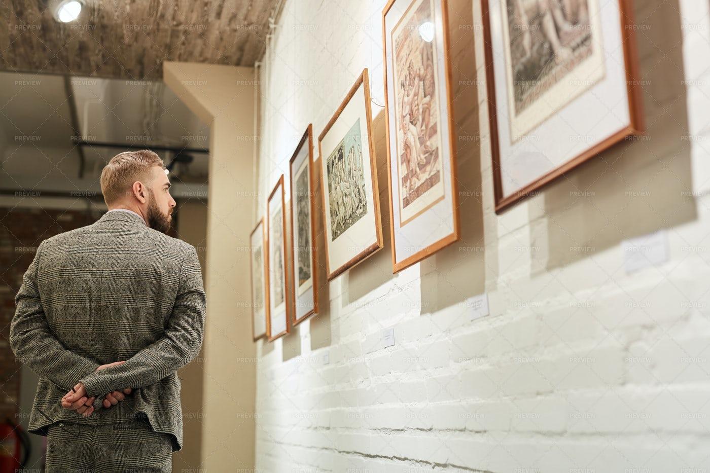 Browsing The Gallery Art: Stock Photos