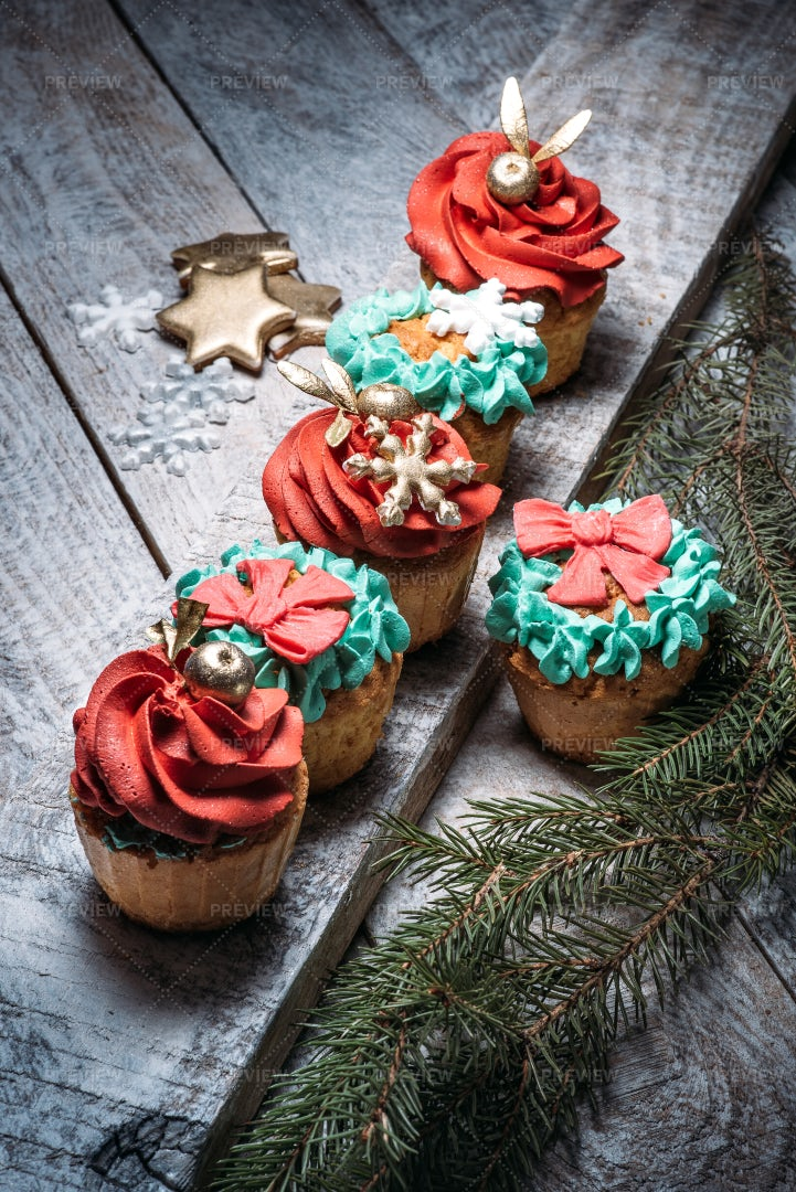 Christmas Cupcakes: Stock Photos